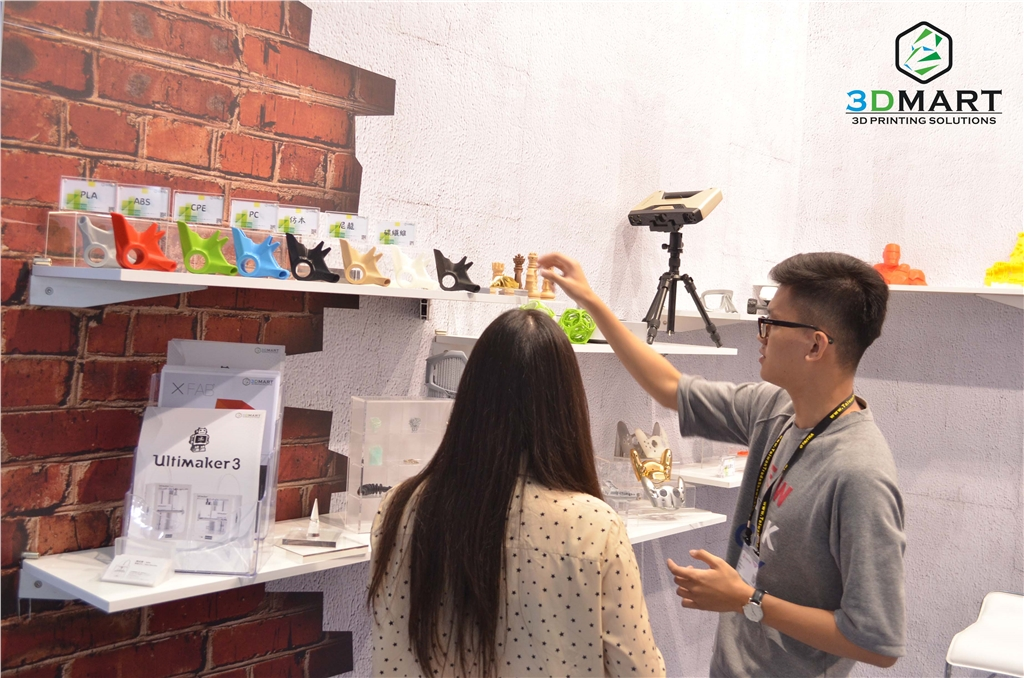 3DMART in 2017 Computex 展覽期間 與客戶介紹